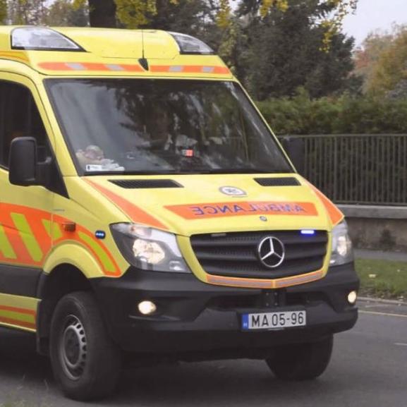 Friss a jogsitok? Nézzétek meg, mit (ne) tegyetek, ha mentőt láttok!