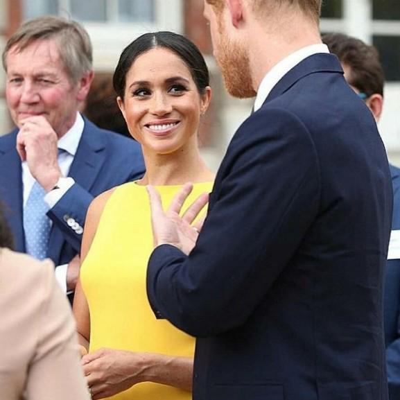 meghan markle sárga ruha