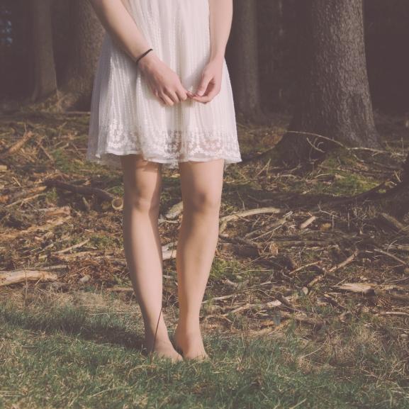 Le a cipőkkel! Ezek miatt egészséges mezítláb járkálni