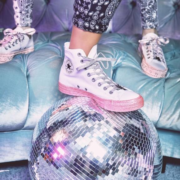 Miley Cyrus Converse tornacipő