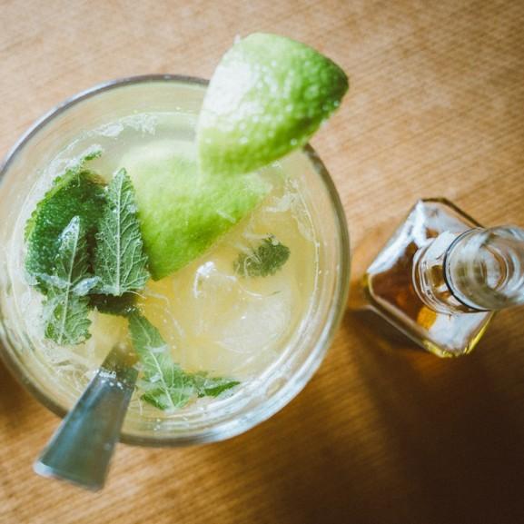 Mojzes Nóra Az alkoholt tilalomtól a féktelen bulizásig  - avagy így buliztak a 20-as évek fiataljai
