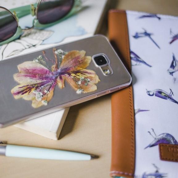 Mojzes Nóra Műanyagba zárt nyár - avagy így készíthettek saját kezűleg egyedi virágos telefontokot