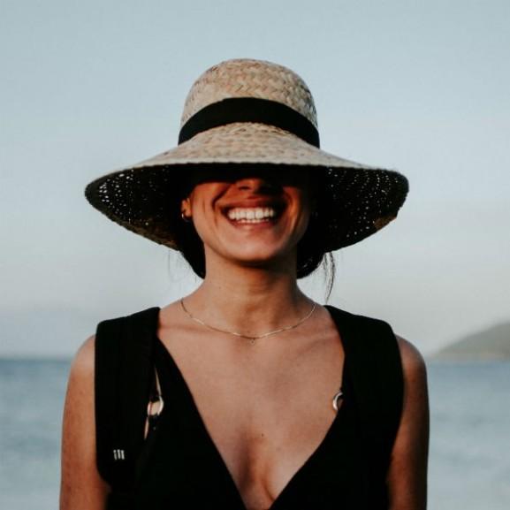 mosoly önbizalom karizma