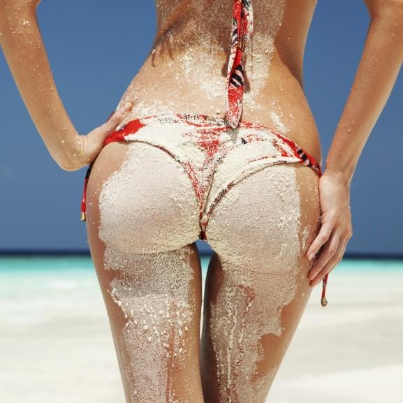 nyár nyaralás strand popsi bikini