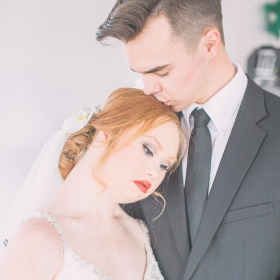 Látnotok kell Madeline Stuart, a Down-szindrómás modell káprázatos esküvői fotóit