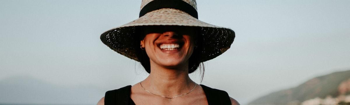 önbizalom mosoly karizma
