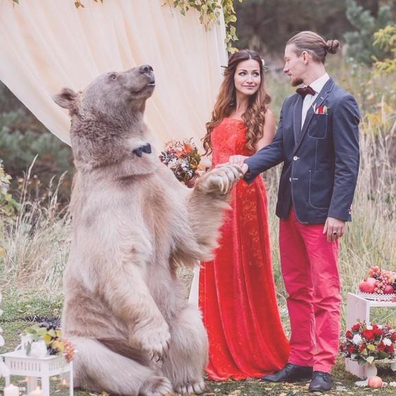 orosz-eskuvo-gyurumacko-medve