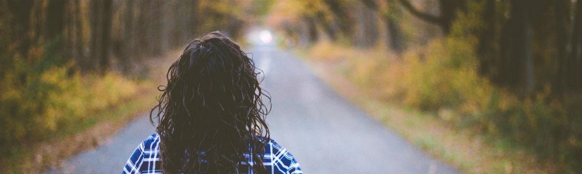ősz út nő