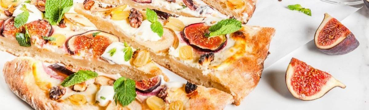 Őszi gyümölcsös-krémsajtos pizza