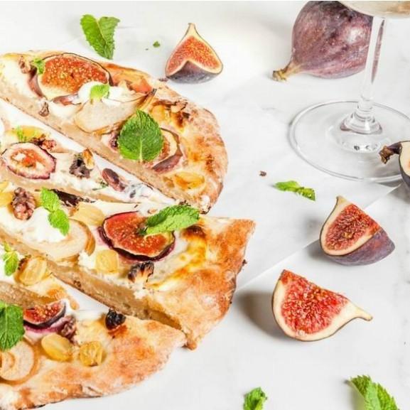 oszi-gyumolcsos-kremsajtos-pizza1