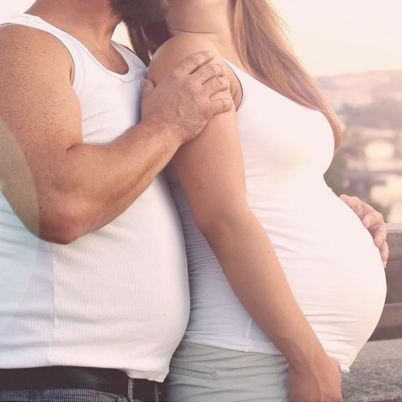 pár várandós terhes