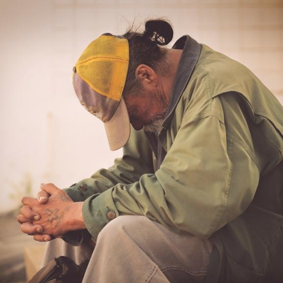 Apró helyett munkát kapott a hajléktalan férfi – Merjetek segíteni ti is!