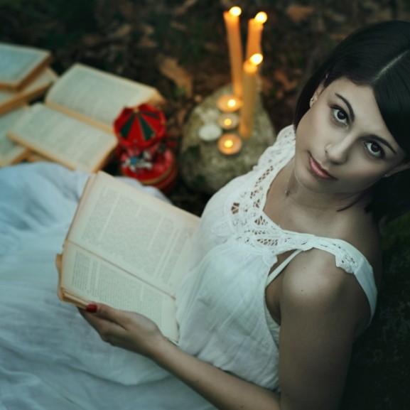 """Puha Andrea """"A betűk varázslatos világa"""" - valóban olyan veszélyes az éj leple alatt olvasni?"""
