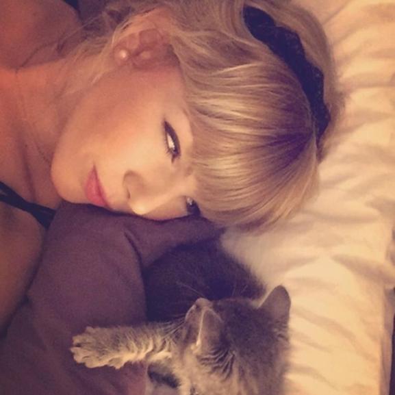 Besokallt a gonosz beszólásoktól Taylor Swift hasonmása
