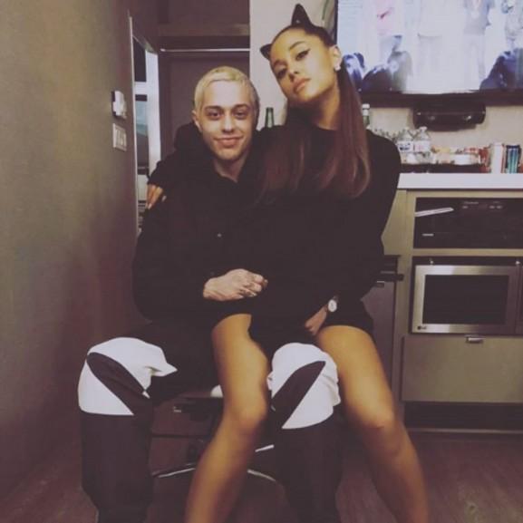 Rajongóinak szólt be Ariana Grande!