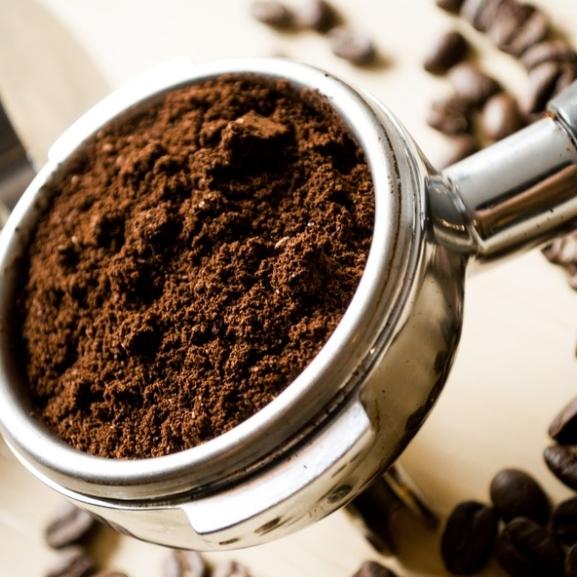 A narancsbőr ellen kávéval vegyétek fel a harcot!