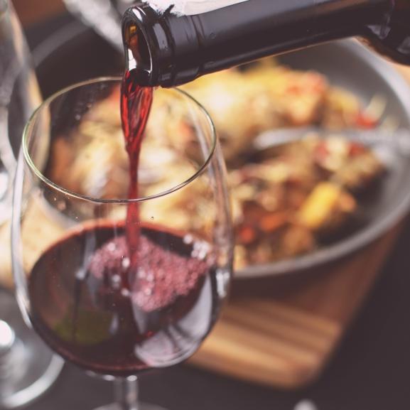 Vége a pazarlásnak: ezt tegyétek a megkezdett üveg borral!
