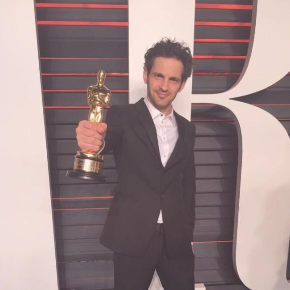 A Saul fia főszereplője szupermenő fotókkal ünnepelte az Oscar-díjat