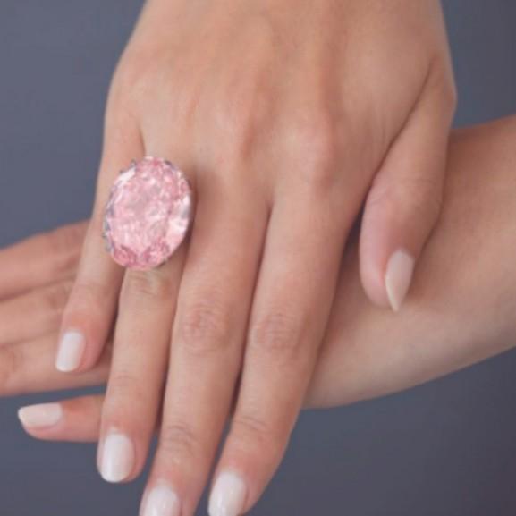 rózsaszín gyémánt gyűrű