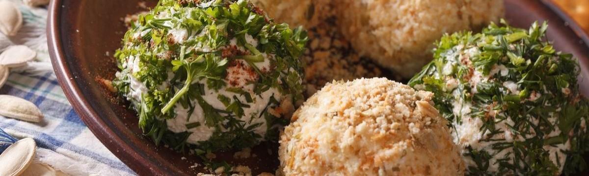 Sajtgolyó morzsa zöldfűszer snack