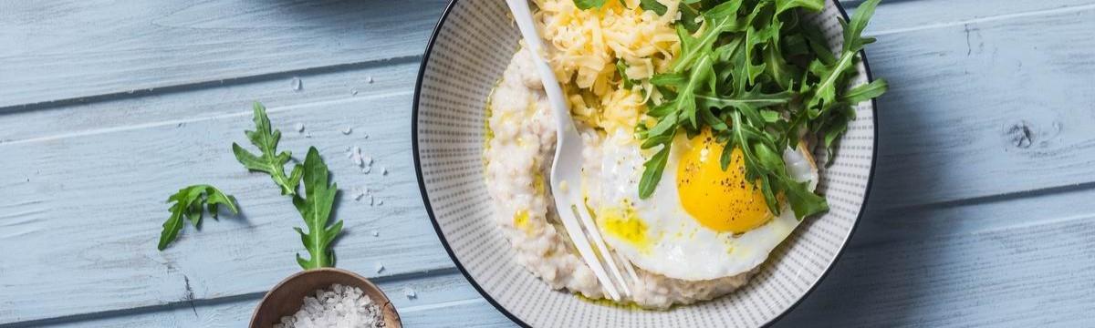 Sós zabkása sajttal és tojással