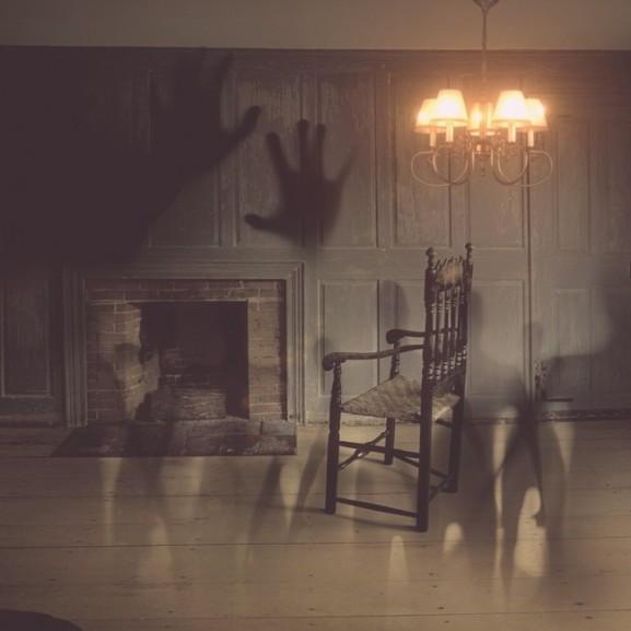 sotet-szoba-ejszaka-szellem
