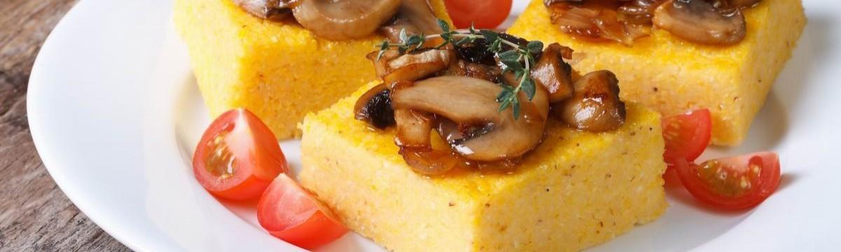 Sült polenta gombával