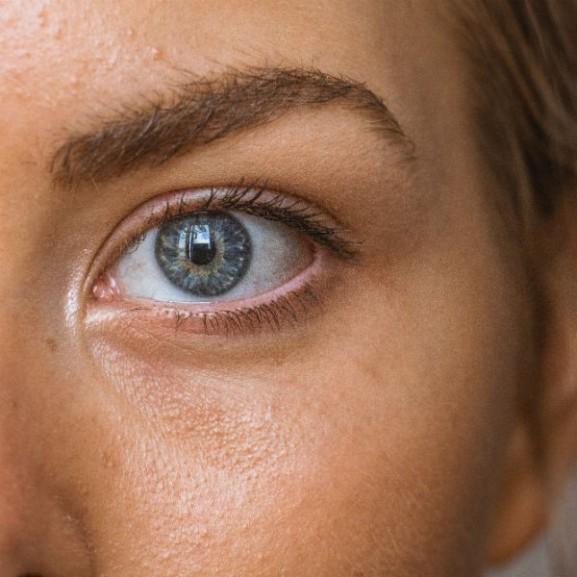 szem kék