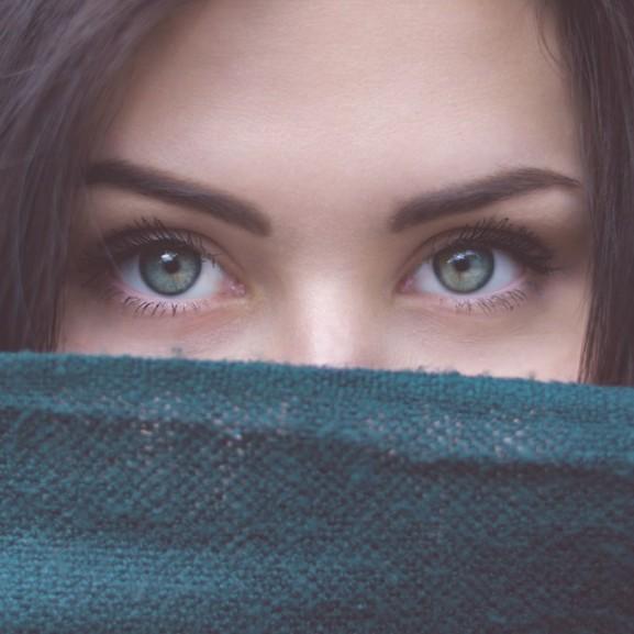 szem szemöldök kék