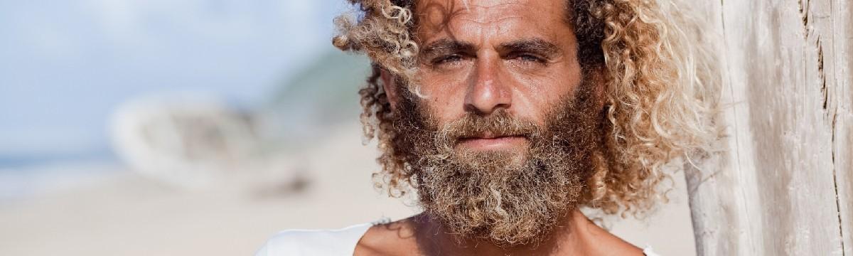 szigetlakó férfi