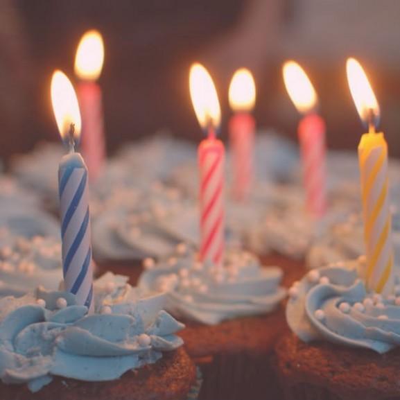szuletesnap-torta-gyertya-cupcake