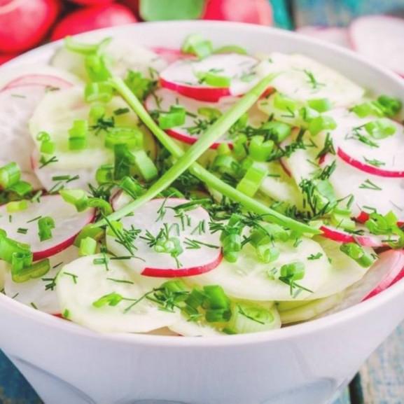tavaszi-krumpli-salata-piros-feher-zold
