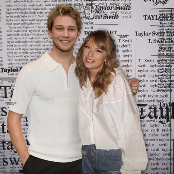 Taylor Swift szerelme nyilatkozott kapcsolatukról