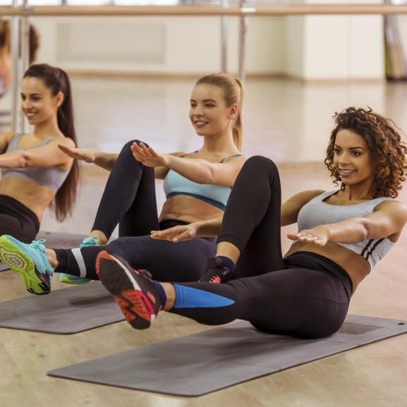 teljes test hasizom edzés lányok csoport