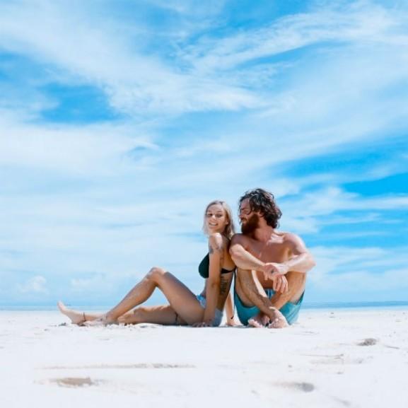 tengerpart nyár nyaralás pár