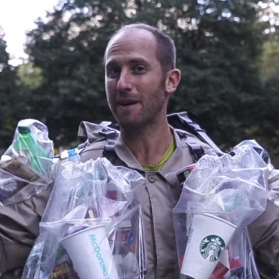 Trash Man Rob Greenfield amerikai környezetvédő aktivista