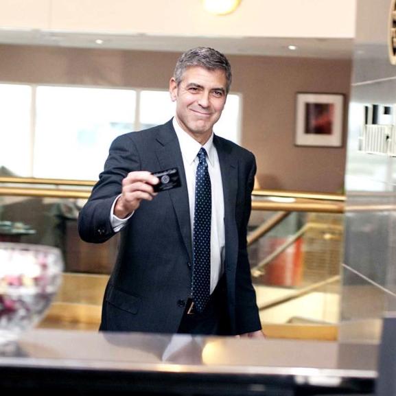 Ma 55 éves a legsármosabb doki – George Clooney 8 + 1 legemlékezetesebb szerepe