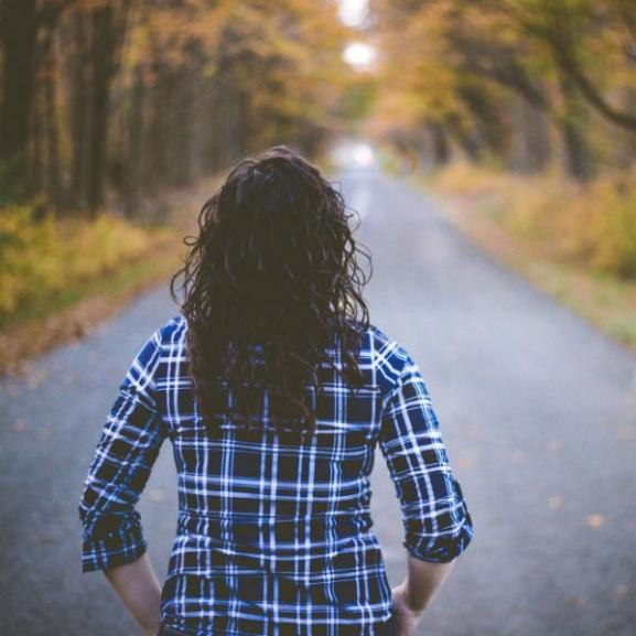 út ősz nő