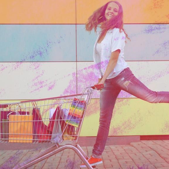 Vásárolj, vásárolj és boldog leszel, meg tökéletes, meg szabad... – mert megérdemled!