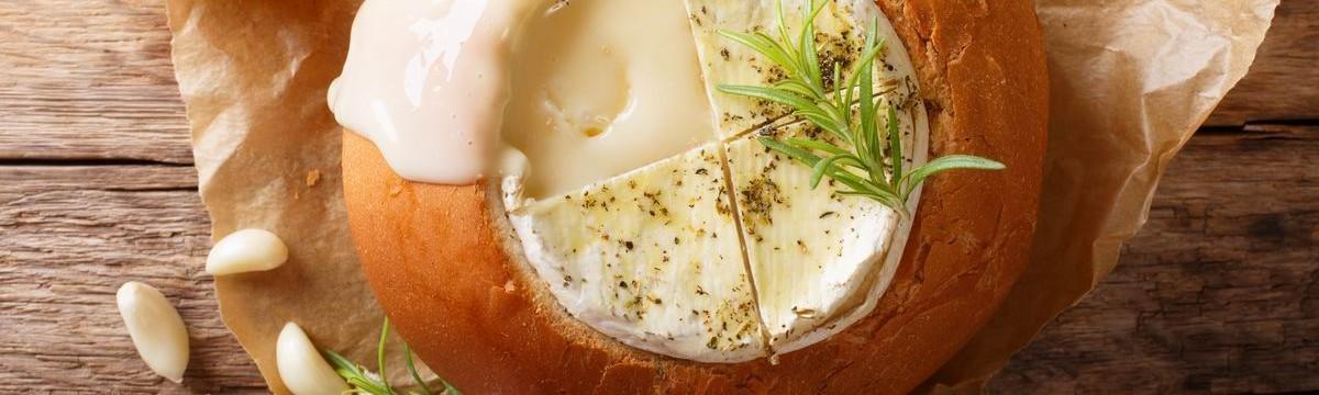Világbajnok vendégváró: cipóban sült camembert