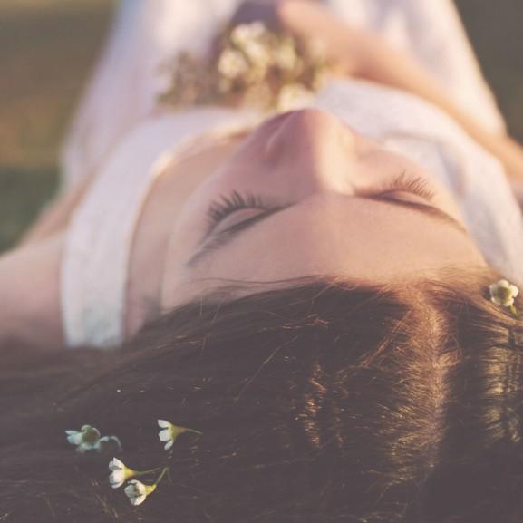 virág tavasz nő lány