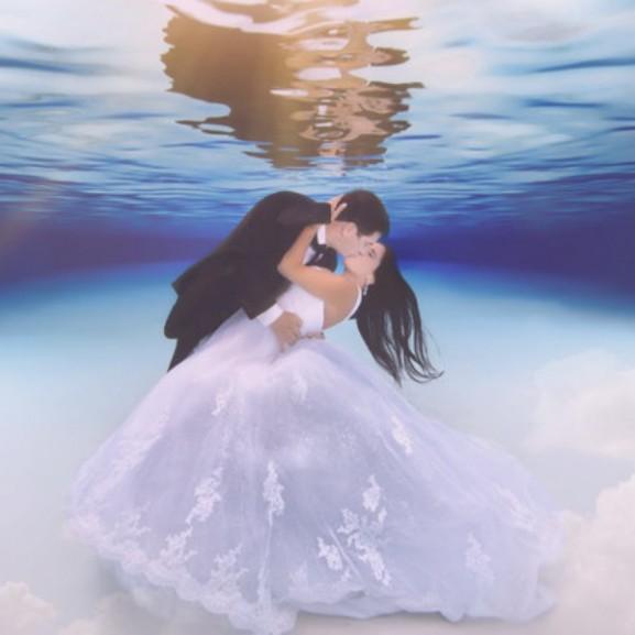 víz alatti esküvői fotók