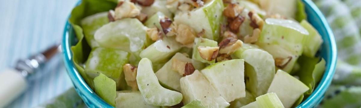Waldorf saláta egészségesebben, görög joghurttal