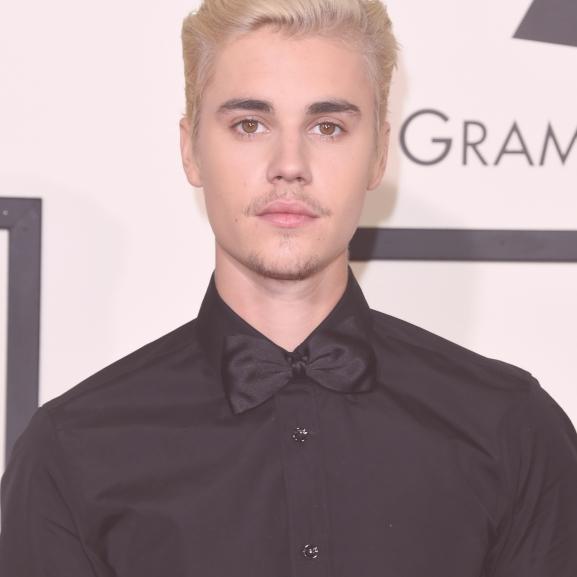 Micsoda férfi lett Justin Bieberből – teljesen meztelenül került címlapra!
