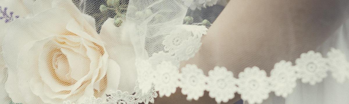 A ragyogó napsárga: így alkalmazzátok az esküvőtökön