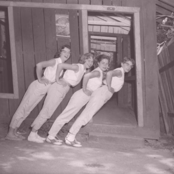 Meghökkentő, mit csinálnak az emberek ezeken a régi fotókon