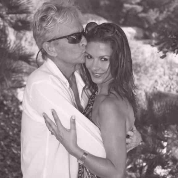 Catherine Zeta-Jones és Michael Douglas csodaszép képpel ünnepelte házassági évfordulóját