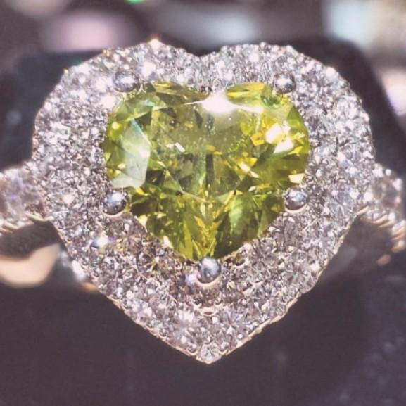 zöld eljegyzési gyűrű