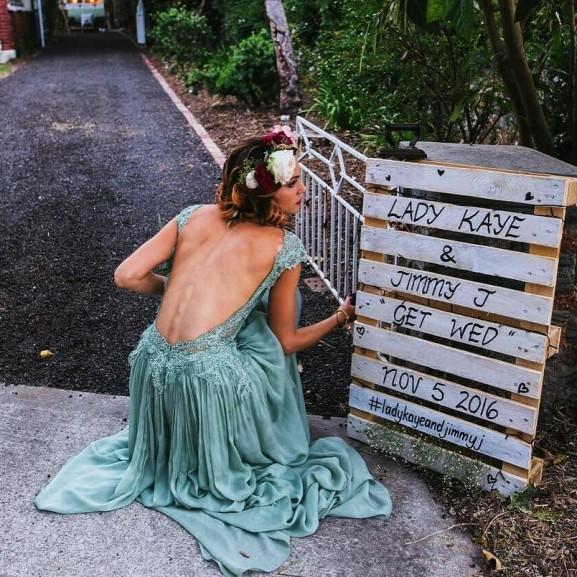 zöld menyasszonyi ruha
