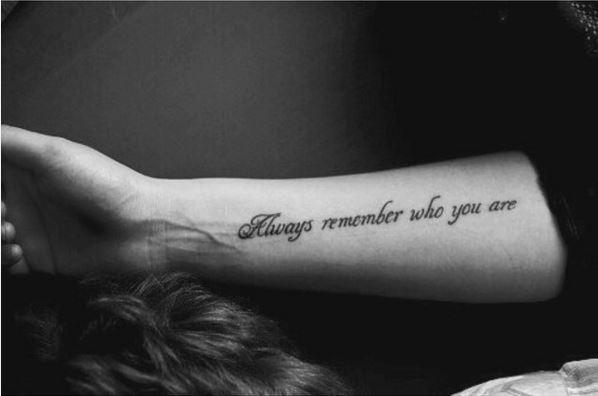 pár szavas idézetek tetoválásnak A legjobb idézetes tetoválások, amik egyáltalán nem cikik